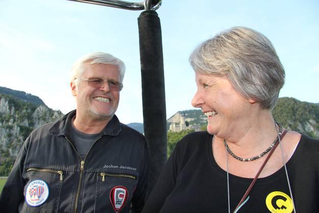 Co-Pilot Jochen Jacobsen und Ballonfahrt Gewinnerin Christa Hutmacher.