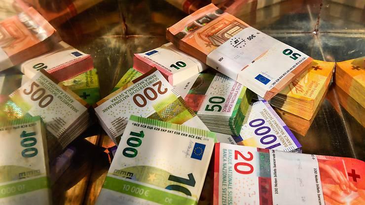 Schlussstrich unter den Steuerstreit mit der EU: Geht alles wie geplant, dann sollte die Schweiz am Donnerstag in Luxemburg von der grauen EU-Liste der Steueroasen gestrichen werden. (Symbolbild)