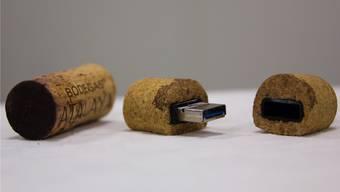 Ganz gewöhnliche Korkzapfen werden zu trendigen USB-Sticks.