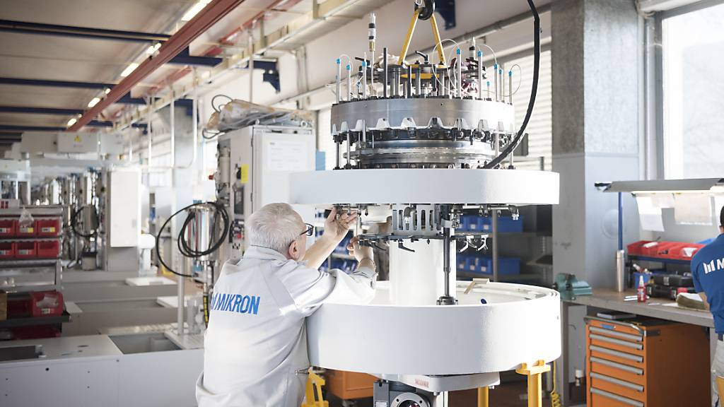 Wegen der flauen Nachfrage aus der Autoindustrie reduziert der Bieler Präzisionsmaschinenhersteller Mikron die Kapazitäten am Tessiner Standort Agno weiter. Dies führt zu 25 Kündigungen. (Archiv)