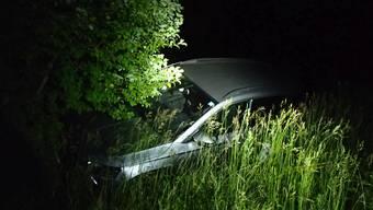 Das Auto kam in einer Vertiefung zum Stillstand