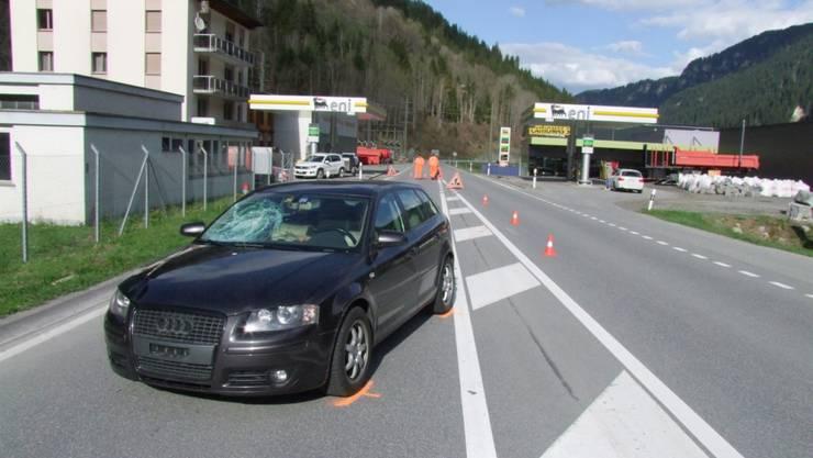 Der Autolenker fuhr die 78-Jährige an, als sie die Hauptstrasse in Tavanasa überquerte. Später erlag die Frau ihren Verletzungen.