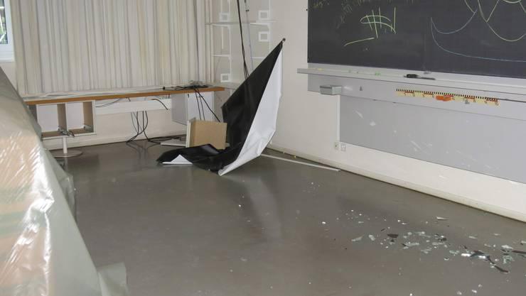 Im Schulhaus Burghalde haben unbekannte Vandalen einen Sachschaden von mehreren zehntausend Franken hinterlassen. Die Polizei ermittelt.