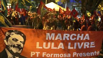 Viele Brasilianer wollen, dass der eingesperrte Ex-Präsident des Landes, Luiz Inacio Lula da Silva, wieder Präsident Brasiliens wird.