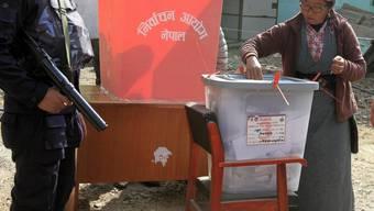 Streng bewachte Stimmabgabe bei den Wahlen in Nepal.