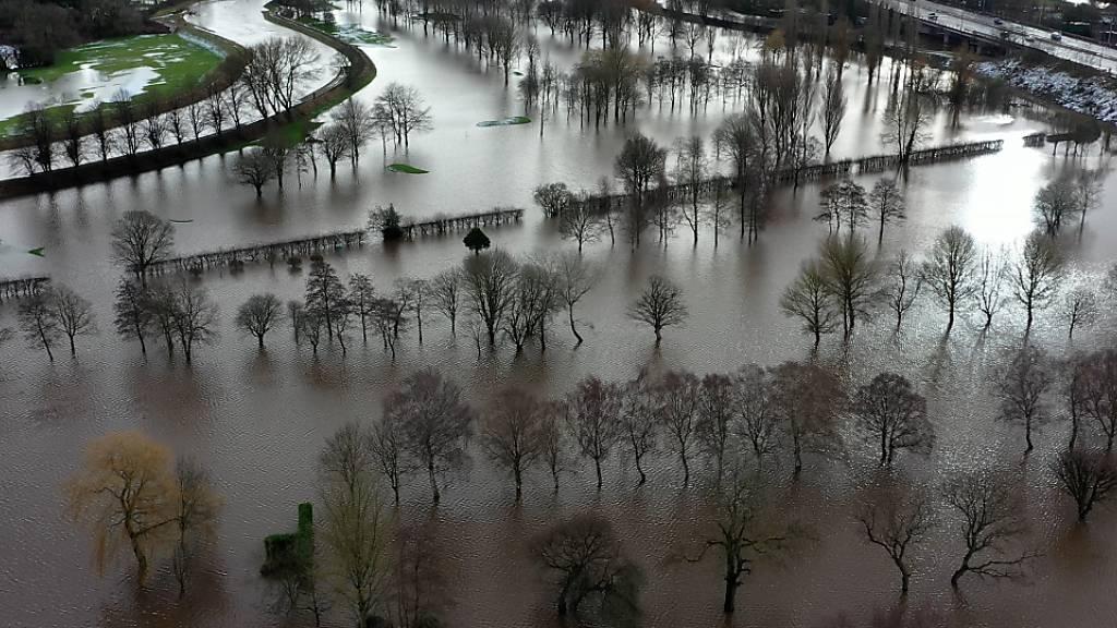 Die Gegend von Didsbury in Manchester ist nach dem Sturm «Goran» überflutet. Foto: Richard Macarthy/PA Wire/dpa