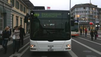 Der Zug war ein Bus: Bahnersatz am Solothurner Hauptbahnhof am Montagmorgen