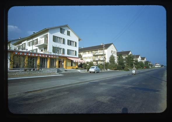 Bar und Tea room Cadron und 4 Wohnblocks der NWG 1960
