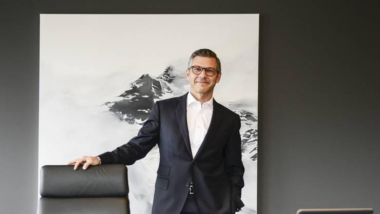 Die Krawatte bleibt im Schrank: John Häfelfinger in seinem Büro am Kantonalbank-Hauptsitz in Liestal.