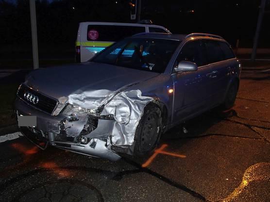 Laut Kapo steht als Unfallursache eine Missachtung des Rotlichts durch den Audi-Fahrer im Vordergrund.