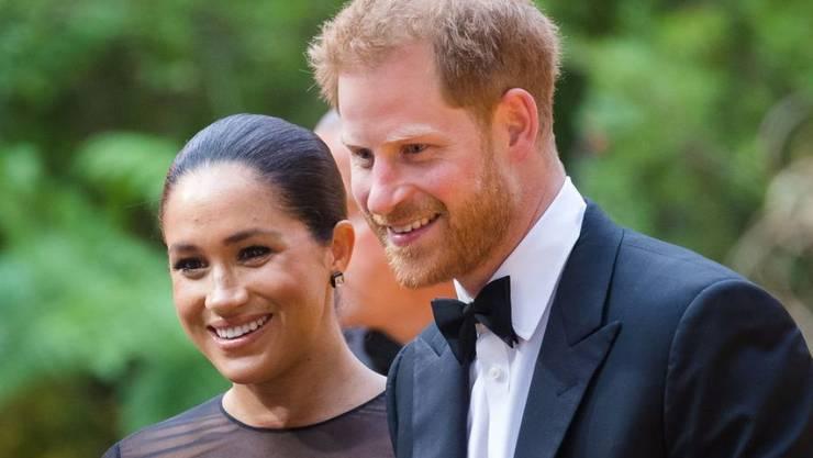 """Prinz Harry (r) und Herzogin Meghan (l) besuchen am 14. Juli 2019 in London die Europa-Premiere des Disney-Remakes """"Lion King""""."""