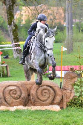 Celina Whiting mit Twister B im Juniorencup am Samstag.