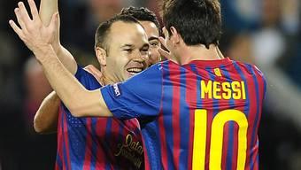 Andres Iniesta nimmt Messis Gratulation zum 1:0 entgegen