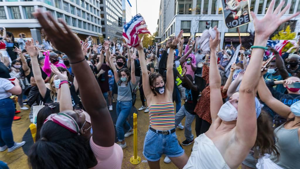 So feiern Amerikaner den Wahlsieg von Biden und Harris
