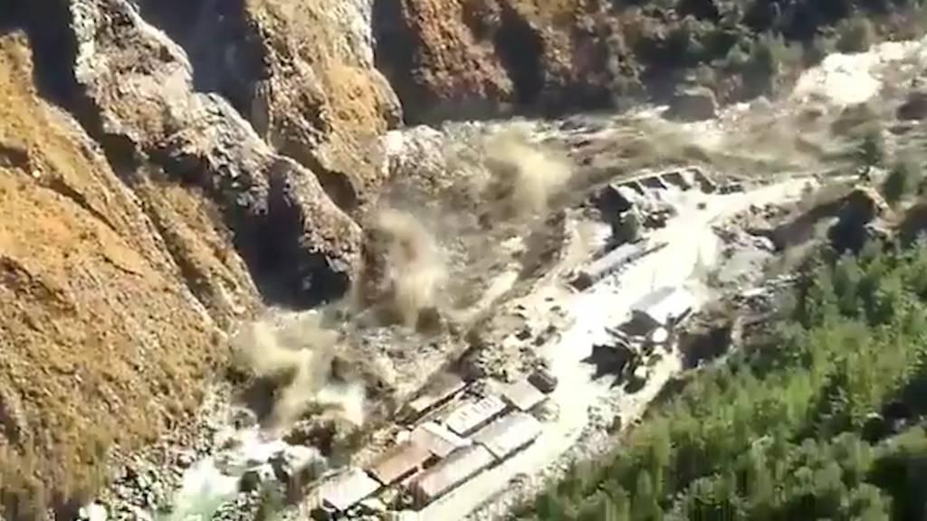 Katastrophe in Indien: Gletscher stürzt in Fluss - mindestens 150 Personen vermisst