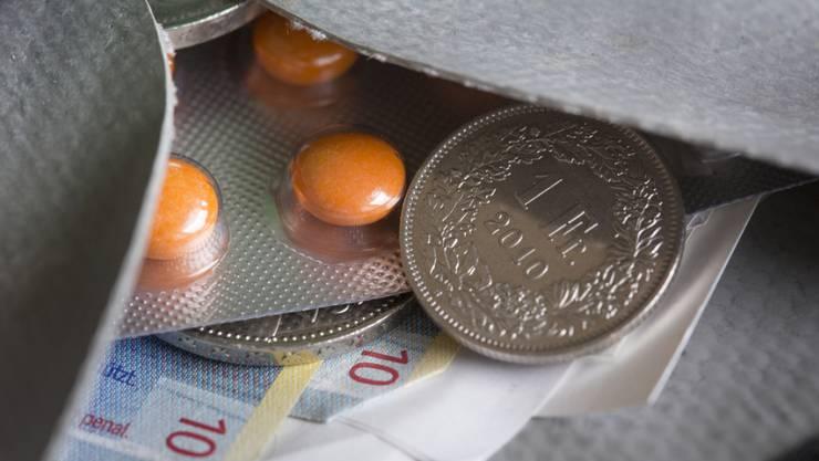 Die Gruppe der potenziell Betroffenen ist gross. 2015 erhielten rund 170 000 von 650 000 Aargauerinnen und Aargauern eine Prämienverbilligung – mehr als jede vierte Person im Kanton. Dabei geht es um viel Geld. (Symbolbild)