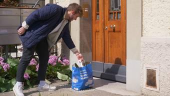 Die Lieferung der bestellten Ware erfolgt bis vor die Haustüre.
