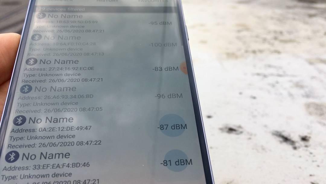 Mit dem Bluetooth-Geräte-Finder den Nutzern der Schweizer Covid-App auf der Spur