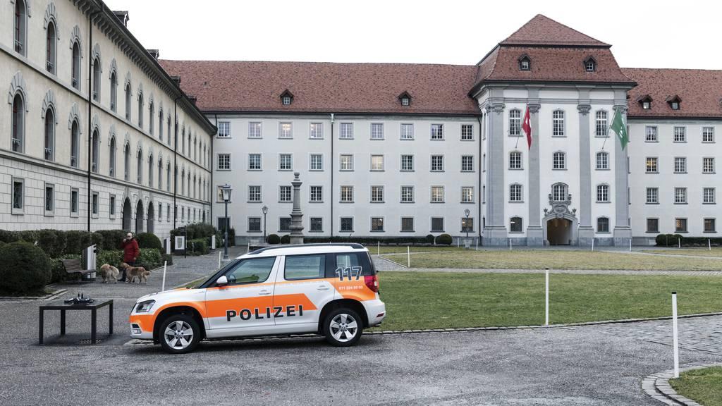 200 Jugendliche feiern auf dem Klosterplatz – Polizei schreitet ein