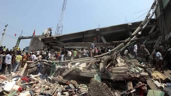 Bangladesh Gebäude stürzt ein
