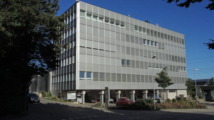 Flughafenstrasse 1, wo die Seniorenresidenz Grenchen im ehemaligen Howeg-Bürogebäude untergebracht ist.