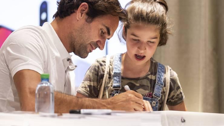 Kinder liegen Roger Federer am Herzen. Für die Armen unter ihnen will sich der Tennisspieler besonders einsetzen. (Archivbild)