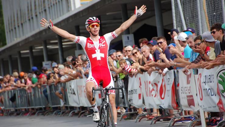 Dank einem Angriff einen km vor dem Ziel holte sich Fabian Lienhard mit fünf Sekunden Vorsprung in Cham-Hagendorn den Sieg.