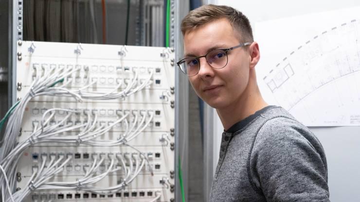 Linus Mayer (19) aus Erlinsbach SO hilft mit, dass die IT-Infrastruktur der kantonalen Verwaltung funktioniert.