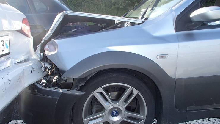 In der Folge prallte der VW mit grosser Wucht ins Heck des vor ihm stehenden Fiat.