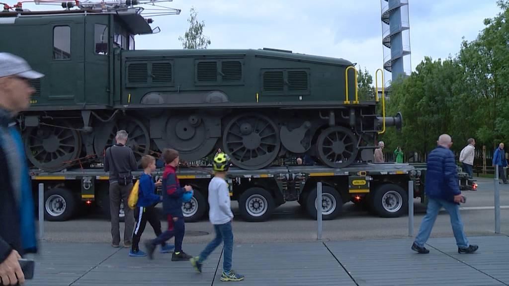 Historische Krokodil-Lokomotive kehrt an Geburtsort zurück