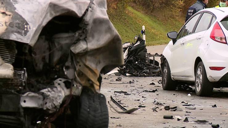 Der Motorradfahrer erlitt beim Unfall schwere Verletzungen, denen er noch auf der Unfallstelle erlag.