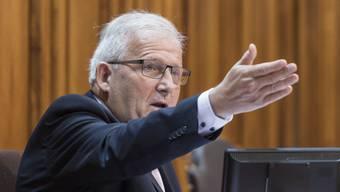 Hans Stöckli sagt, der Bundesrat habe sich in Widersprüche verstrickt. (Archivbild)