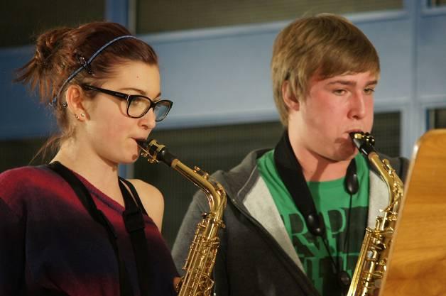 Sie spielen im Saxofonensemble mit.