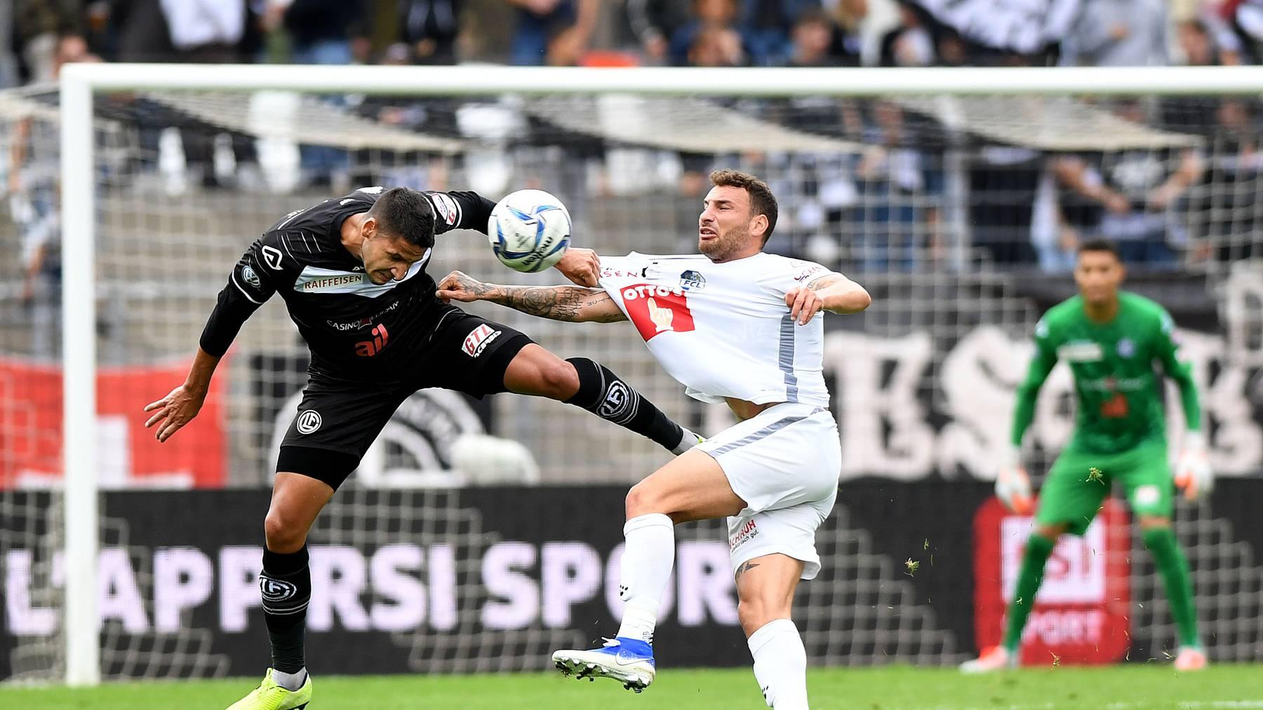 FCL-Spieler Francesco Margiotta (r.) im Zweikampf mit Luganos Olivier Custodio.