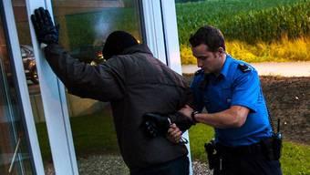 Der Polizei gehen vermehrt Einbrecher ins Netz (gestelltes Bild).