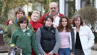 Rausgeschmissen: Beatrice Braginsky mit ihren zwei Kindern, Susanne Säuberli, Cornelia Gschwind, André Kelbert und Gaby Gebele.Nil