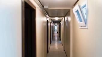 Der A3-Werkhof wurde drei Jahre lang – bis im Frühjahr 2020 – als kantonale Asylunterkunft genutzt; jetzt dient er zum zweiten Mal in diesem Jahr als Isolierstation für Covid-19-Patienten und Verdachtsfälle.