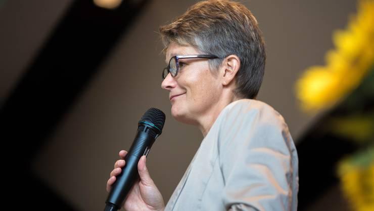 Priska Gasche, die Vizegemeindepräsidentin von Oekingen, begrüsst die Gäste.