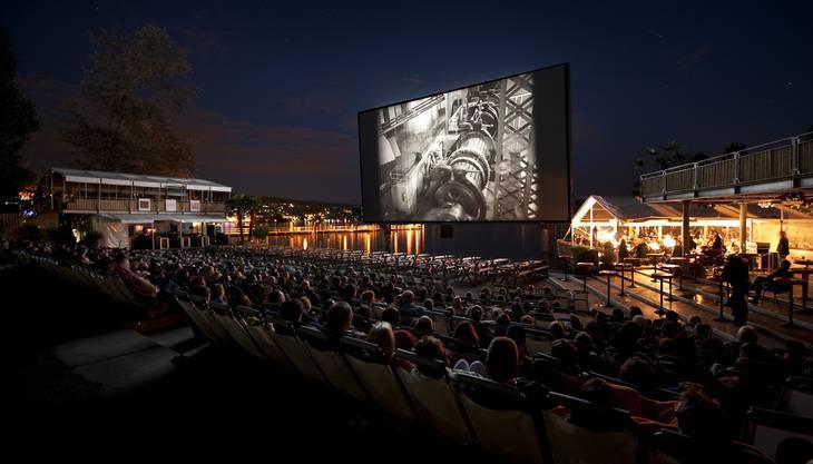Auf dem Zürichhorn findet vom 17. Juli bis am 17. August das Orange Cinema statt. Das Programm ist zwar noch nicht bekannt, doch aus vergangenen Jahren weiss man, dass in der Filmauswahl für jeden und jede etwas dabei sein wird.