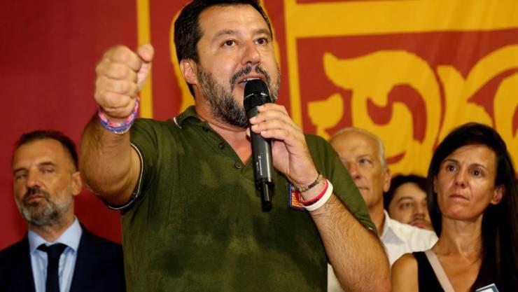 """Der italienische Innenminister Matteo Salvini hat ein Verbot für die Landung in Italien des deutschen Rettungsschiffes """"Alan Kurdi"""" mit 13 Migranten an Bord unterzeichnet. Das bestätigte das italienische Innenministerium am Sonntag. (Archivbild)"""