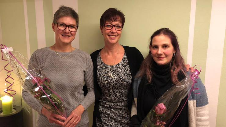 Präsidentin Monica Rubin (Mitte) mit neugewählten Aktuarin Deborah Baumberger und Ehrenmitglied Sabine Hänggi (links).