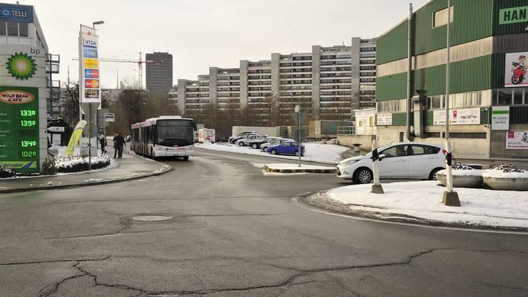 Beim Kreisel Neumattstrasse hat man sich mit den Einsprechern gefunden, beispielsweise wird das geplante Buswartehäuschen nun ganz aufs Trottoir verlegt.