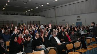 Einwohnergemeindeversammlung stellte sich hinter ihren Gemeinderat und dessen Strategie «Vorwärts». (Foto: Roman Huber)