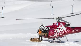 Die Retter setzten auch einen Helikopter ein. Obwohl sie rasch vor Ort waren, konnten sie nur noch den Tod der 79-jährigen Skifahrerin feststellen. (Symbolbild)