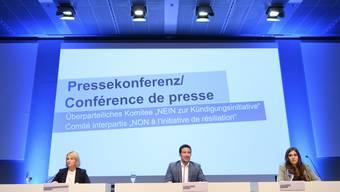 Elisabeth Schneider-Schneiter (CVP), Andrea Caroni (FDP) und Samira Marti (SP) an der Medienkonferenz des überparteilichen Komitees gegen die SVP-Begrenzungsinitiative.