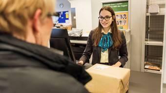 Das Versenden von Paketen in die USA kostet deutlich mehr – wegen Corona.
