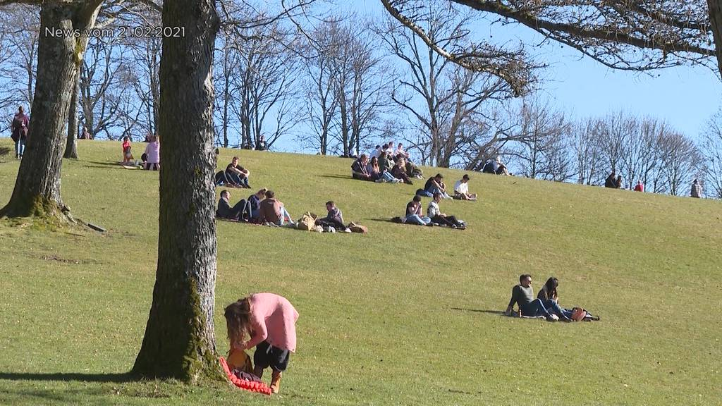Sonniges Wetter zieht viele Menschen nach Draussen