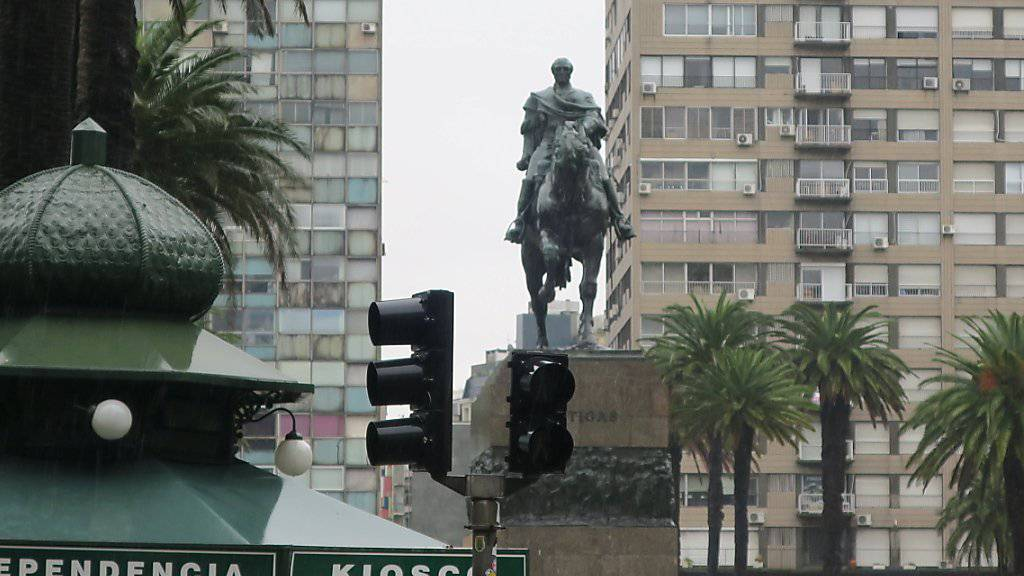 Langsam kommt das Licht zurück in Montevideo, der Hauptstadt von Uruguay.