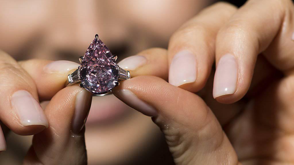 Der Diamant «Pink» erzielte bei einer Auktion in Genf überraschend den höchsten Preis. Für 20,8 Millionen Dollar wechselte der Stein den Eigentümer. (Archivbild)