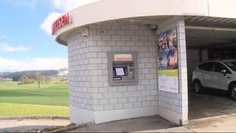 In Dietwil und in Bellikon wurden letzte Nacht zwei Geldautomaten ausgeraubt. Die Bankräuber erbeuteten mehrere 10'000 Franken.
